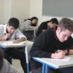 大学の講義では、入り口から見て教室の奥、真ん中後方に座る奴と仲良くなれ!